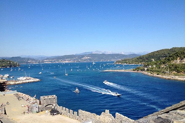 ポルトヴェネレ海と船