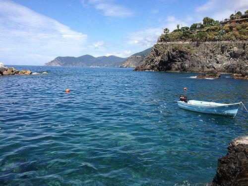 チンクエテッレ青い海