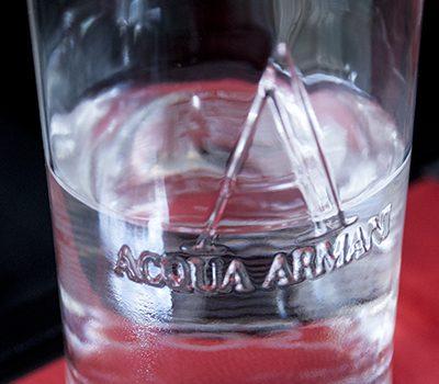 アルマーニカフェ水