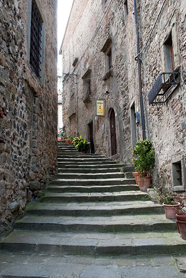 アンギアーリ街角の階段風景