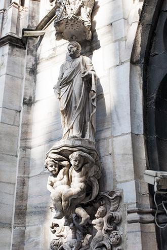 ミラノのドゥオモの彫刻