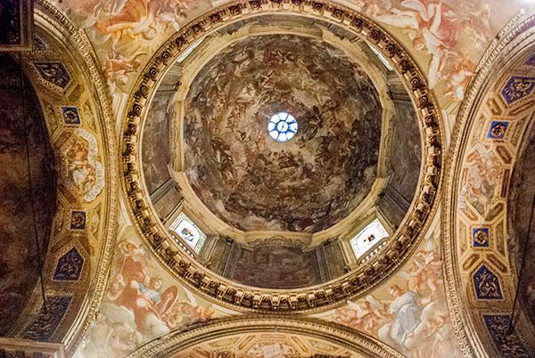 ミラノの聖アレッサンドロ教会の天井