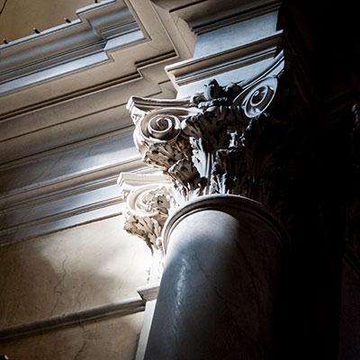 モンテプルチャーノの教会柱