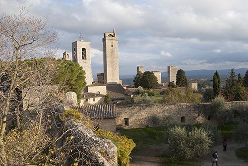 サンジミニャーノの塔が並ぶ眺め
