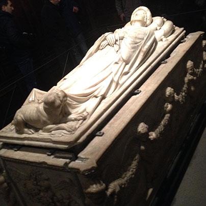 イラリアデルカレットの墓碑