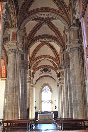ピエンツァ教会内部