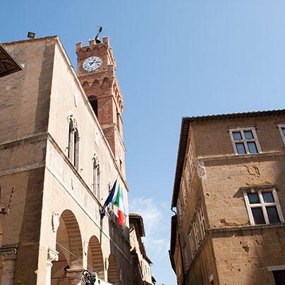 ピエンツァ広場市庁舎の塔