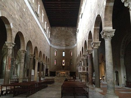 ルッカ聖フレディアーノ教会内部