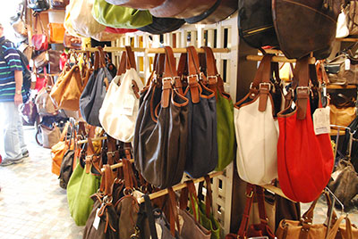 サンジミニャーノの鞄屋店内