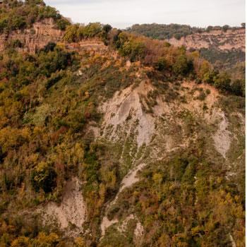 チヴィタバーニョレージョ岩肌