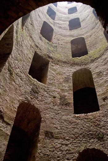 聖パトリッツィの井戸見上げる