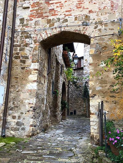モンテフィオラッレの門2
