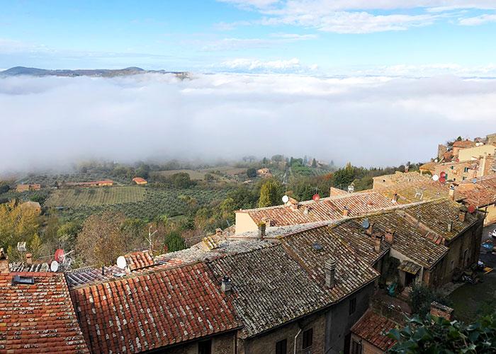モンテプルチャーノと雲海