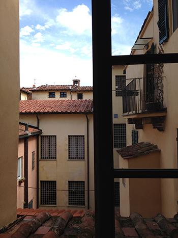 ルッカの町の窓から