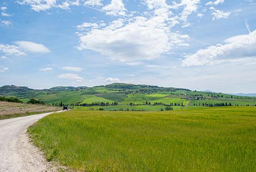 丘陵地と空