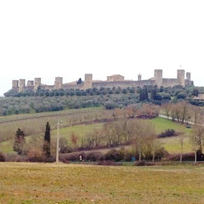 トスカーナの中世の田舎町