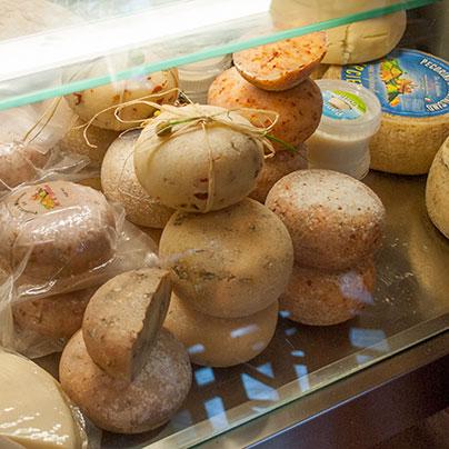 ブルネッロワイナリーとペコリーノチーズ