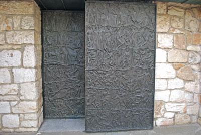 洗礼堂への扉