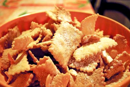 イタリアのカーニヴァルのお菓子チェンチのレシピ