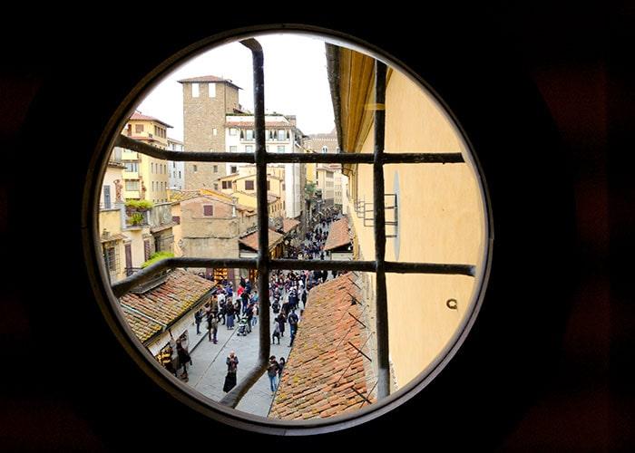 ヴァザーリの回廊窓