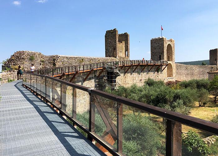モンテリッジョーニの城壁