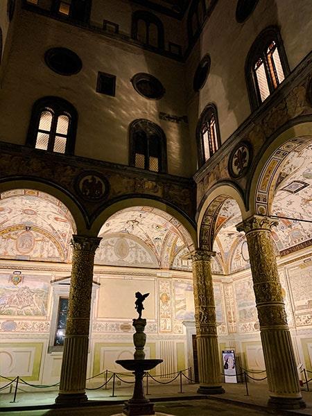 ヴェッキオ宮殿の中庭