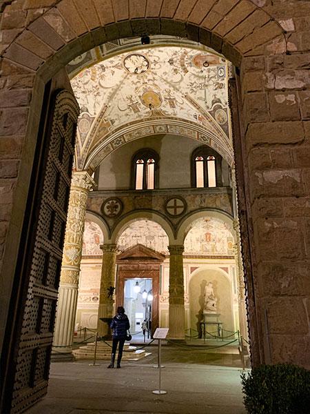 ヴェッキオ宮殿の中庭へ
